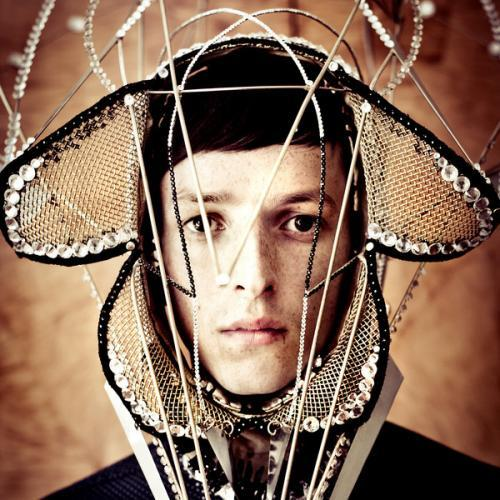 Cover TOTALLY ENORMOUS EXTINCT DINOSAURS, trouble