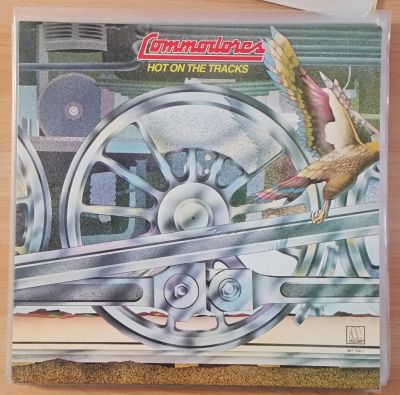 Cover COMMODORES, hot on the tracks (USED)