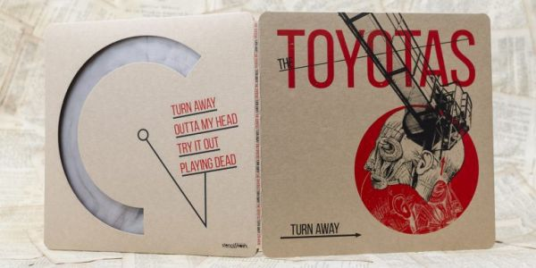 Cover TOYOTAS, turn away