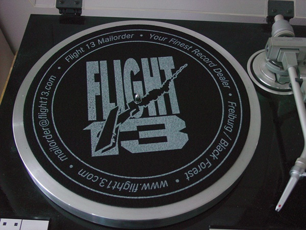 Cover SLIPMAT FLIGHT 13, logo_grey on black